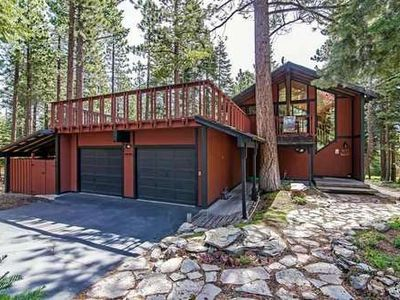 Photo for 5 bedrm Lg family home nr Tahoe City, hot tub, all new decorator furnishings!