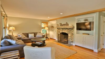 Living room with 40-inch Samsung SmartTV and beach stone fireplace