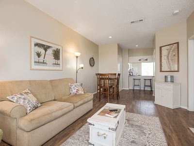 Beautiful 2 bedroom condo in one of the closest buildings to the Beach!