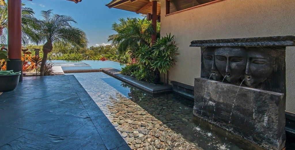 4 bd located just across the street from Palauea Bay, saltwater pool