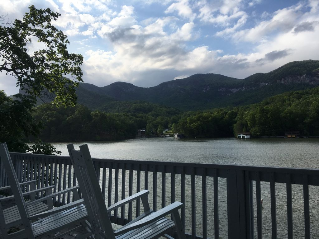 A mountain view lake front cottage with pontoon boat for Lake front view