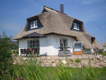Inselzauber: Dream thatched cottage with direct Achterwasserblick, sauna, fireplace