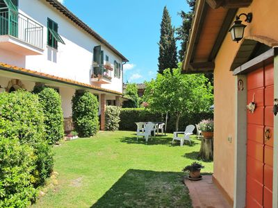 Photo for Cosy apartment in villa for 4 guests with pool, TV, pets allowed and parking