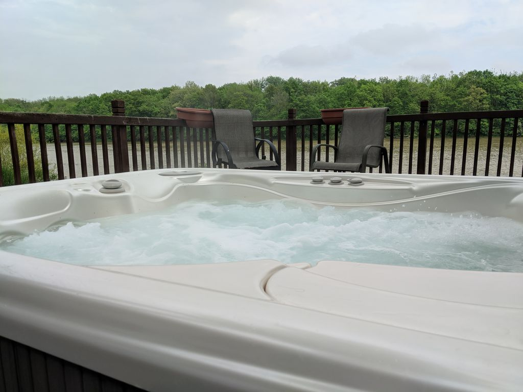 Waterfront Cottage   Free Kayaks   Long Term Stays Welcome   Hot Tub   Secluded