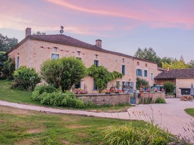 Photo for 5BR House Vacation Rental in Gavaudun, Nouvelle-Aquitaine