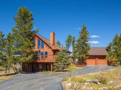 """Photo for SPECTACULAR VIEWS, Lg 4BR/3BA, 3-""""suite-like"""" levels, HotTub, private setting"""