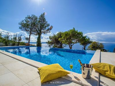 Photo for Beautiful villa with great pool and sea view