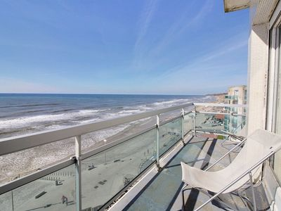 Photo for Big F4 with very beautiful sight on the beach, 3 rooms, for 6 people.