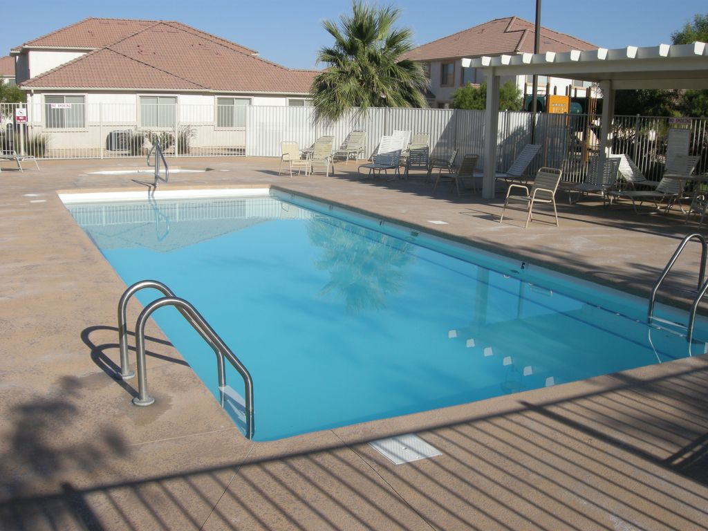 Quiet Central Location Swimming Pool Outside Free Wifi Mesquite Nevada