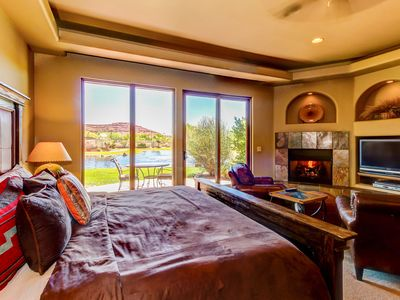 Photo for Cozy, waterfront studio by w/shared pool & hot tub - one dog ok!