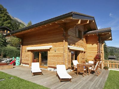 Photo for 5 bedrooms, spacious, outside jacuzzi, in the center of the Valais