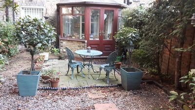 Photo for Cosy Garden Flat In Kensington Olympia