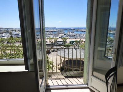 Photo for HEART STROKE !! 2 rooms SEA VIEW & PORT - 2 mn walk from PALAIS DES FESTIVALS