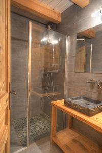 1 of th 8 bathrooms / shower rooms