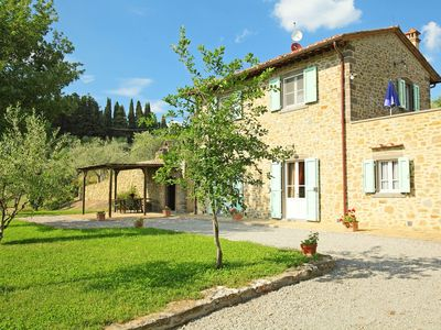 Photo for Stunning private villa with WIFI, private pool, TV, pets allowed and parking, close to Cortona