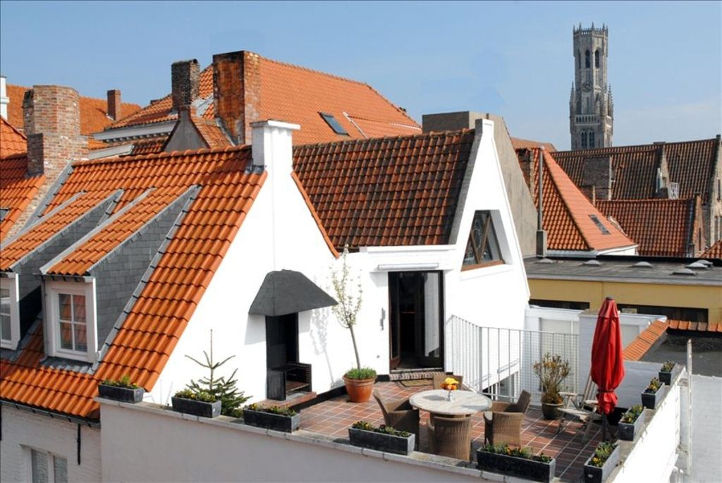 Romantic penthouse in bruges medieval centr vrbo for Garage automobile bruges