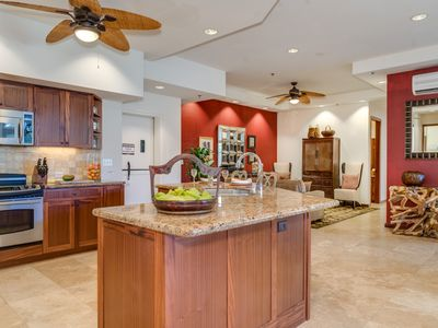 SPECIAL RATE! Large, luxurious 2 bed 2.5 bath condo with parking. Sleeps 8.