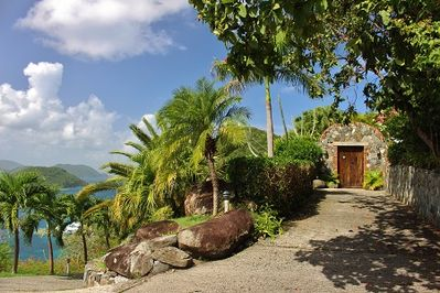 Waiting for you to enter into  your tropical oasis and the charm of Limin'House