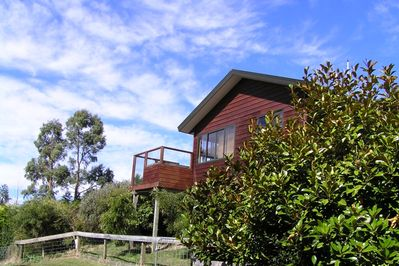 Kowhai Cottage is set in 1 acre of gardens