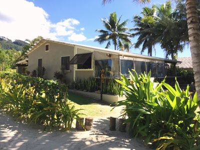 Photo for Kokacabana Beach House - large 3 bdrm Muri Beach front house on the Golden Mile!