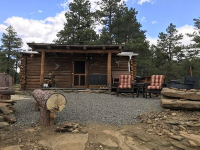 Rustic log Cabin in the Ponderosa Pines, great for a quiet get away and hunters.