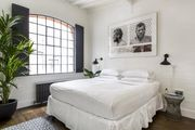 London Home 220, The Ultimate 5 Star Holiday Home in London, England - Studio Villa, Sleeps 8