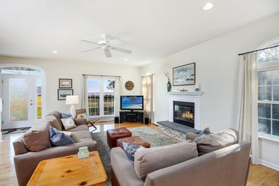 Spacious Living Area with Flat Screen TV, Free WiFi, and Fireplace.