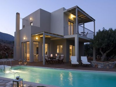 Photo for Beautiful private villa with hot tub, WIFI, private pool, A/C, TV and parking