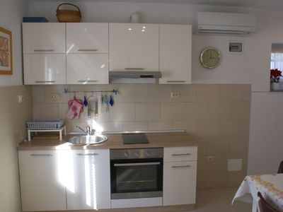 Photo for Accommodation on the ground floor with air conditioning, satellite TV, internet and garden