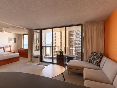 Photo for Block to Beach! Koko Resorts at the Waikiki Banyan 25th Floor Deluxe Ocean View