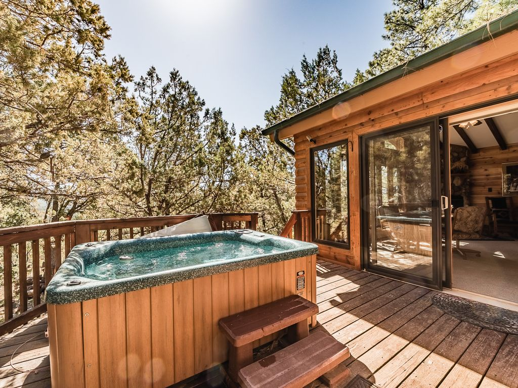 Casa bonita 2 bedroom log cabin with private hot tub for Cottages with sauna and hot tub