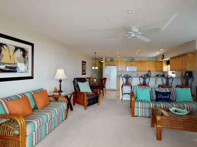 Photo for Corner waterfront condo w/ shared pool, Gulf views & easy beach access