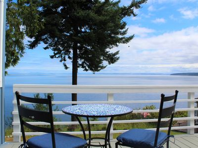 Photo for Exquisite Bay Views. Charming Cottage.