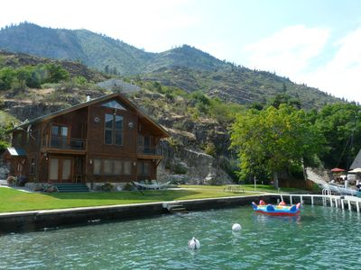 Private Waterfront Home 15 miles from downtown Chelan