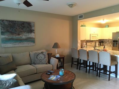Photo for TROPICAL PARADISE CLOSE TO BEACH, DINING AND SHOPPING