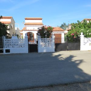 Photo for EMPURIABRAVA, House-Villa, with clim, in calm residence, close to any trade
