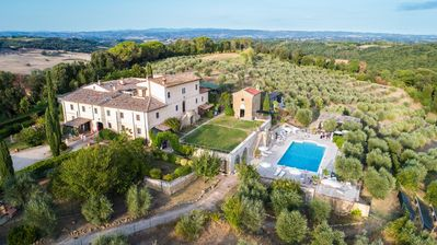 Photo for Beautiful apartment in villa with pool, A/C, TV, balcony and parking, close to San Gimignano