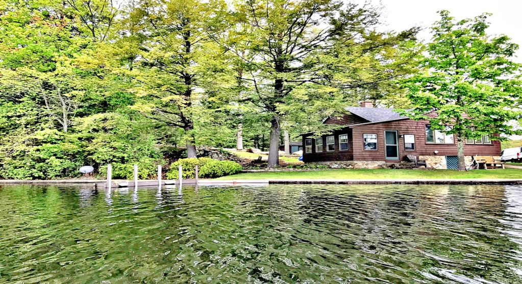 Big island pond waterfront cottage hampst vrbo for Swimming pool center hampstead nh