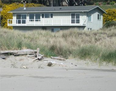 Photo for Something Special ! One of the few Bandon homes actually ON the beach!