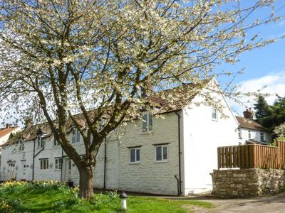 Photo for THE COTTAGE, family friendly, with open fire in Staxton, Ref 945251