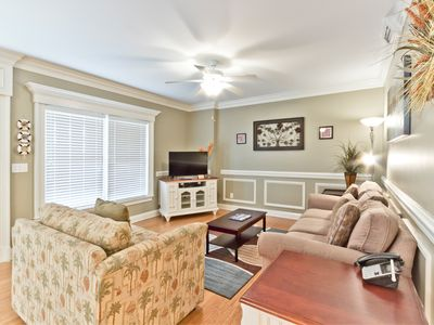 Great South Island Location! Only 100 Yards to the Main Beach, Steps from Dining and Shops