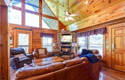 Photo for Mountain Flower - sleeps 12