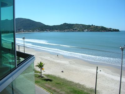 Photo for Beautiful and fit confortabilíssimo facing the sea c / 3 suites w / 8 people.