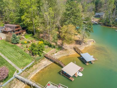 **BEAUTIFUL PRIVATE LAKEFRONT HOME**