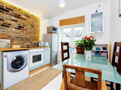 Photo for Bright and contemporary style 3 bed home in Clapham (Veeve)