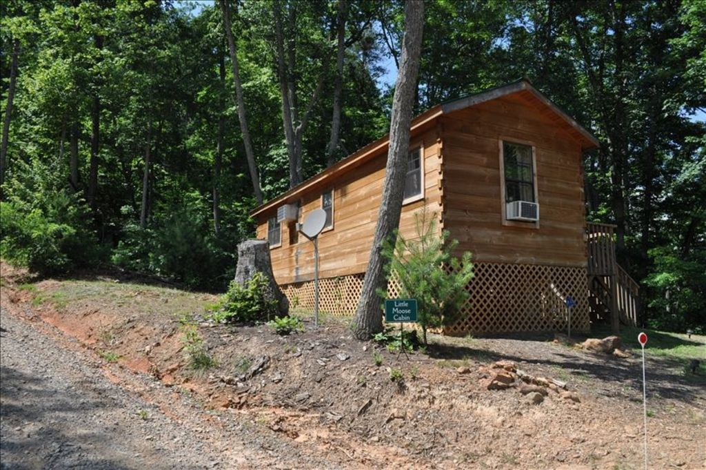 Secluded But Convenient Cabin Near Asheville and Parkway