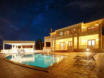Photo for Villa Jorja, Fabulous and luxurious 7BDR Villa, Close to Fig tree Bay Beach