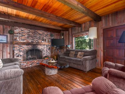 Photo for Large 4 bedroom cabin, peek-a-boo views, vintage, dogs welcome, plenty of parking!