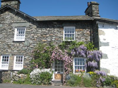 Photo for BRYONY COTTAGE, private parking, wifi, sleeps 3, tranquil central location