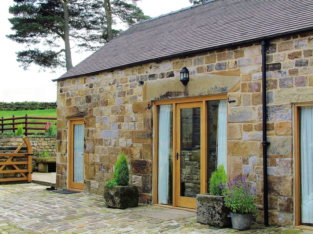 victorian by district spa historic the of gate cottage peak in town central cottages matlock